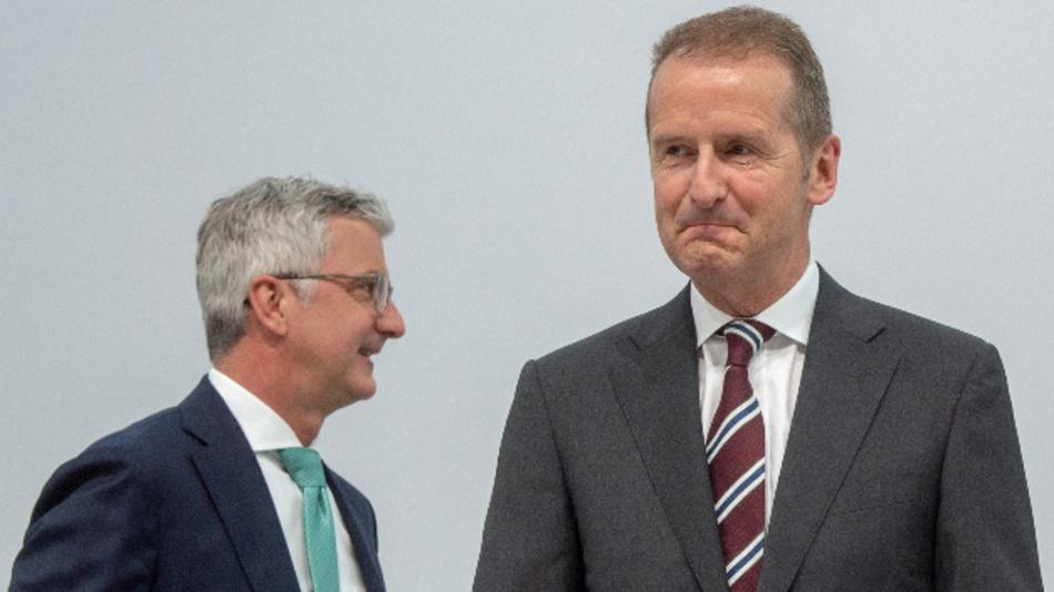 Rupert Stadler (links) und Herbert Diess (rechts) vor Beginn der Hauptversammlung des Autoherstellers.
