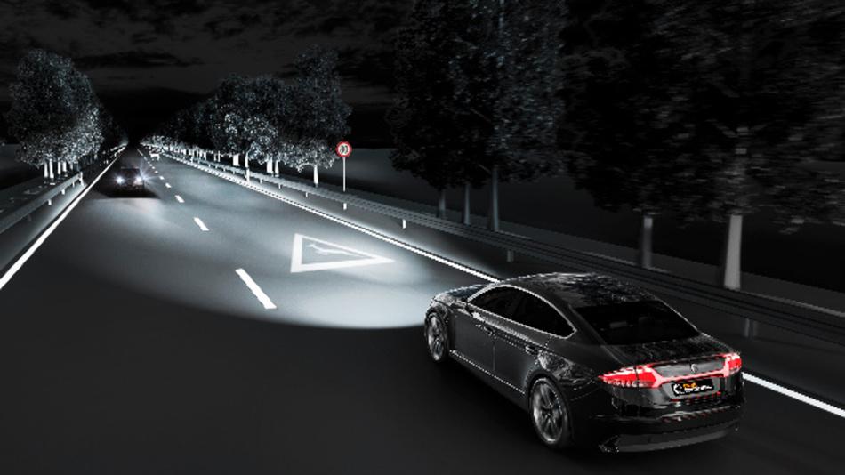 Automobilbeleuchtung auf neuer Ebene: Neben blendfreiem Fernlicht können Fahrzeuge künftig Warnhinweise auf die Fahrbahn projizieren.