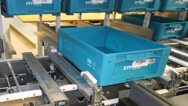 Die Box-Mover-Technik des »EffiMat« ermöglicht ein horizontales Handling von Standard-Boxen.