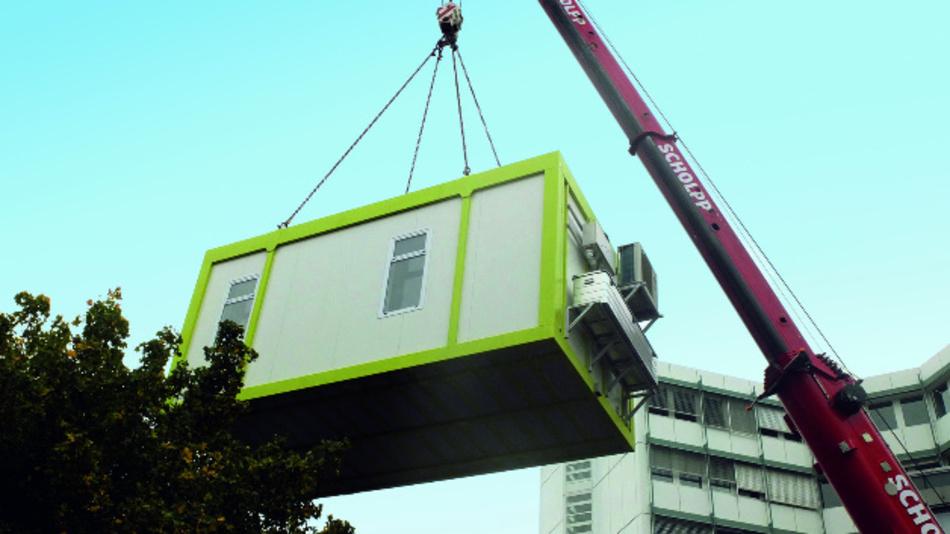 Die Aufstellung des Fabrik-Containers CassaMobile.