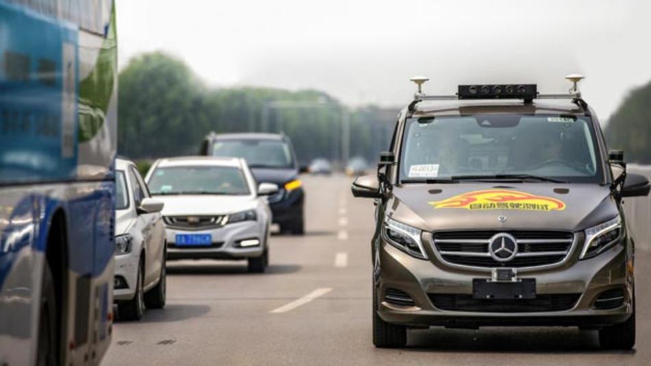 Daimler darf zukünftig in Peking, vollautomatisierte Fahrzeuge auf öffentlichen Straßen testen.