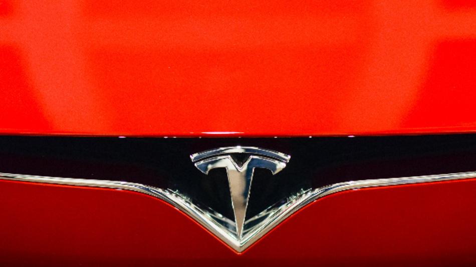 Tesla wolle bei Shanghai bis zu 500.000 Fahrzeuge pro Jahr bauen, hieß es am 10.07.2018 unter Berufung auf informierte Personen.