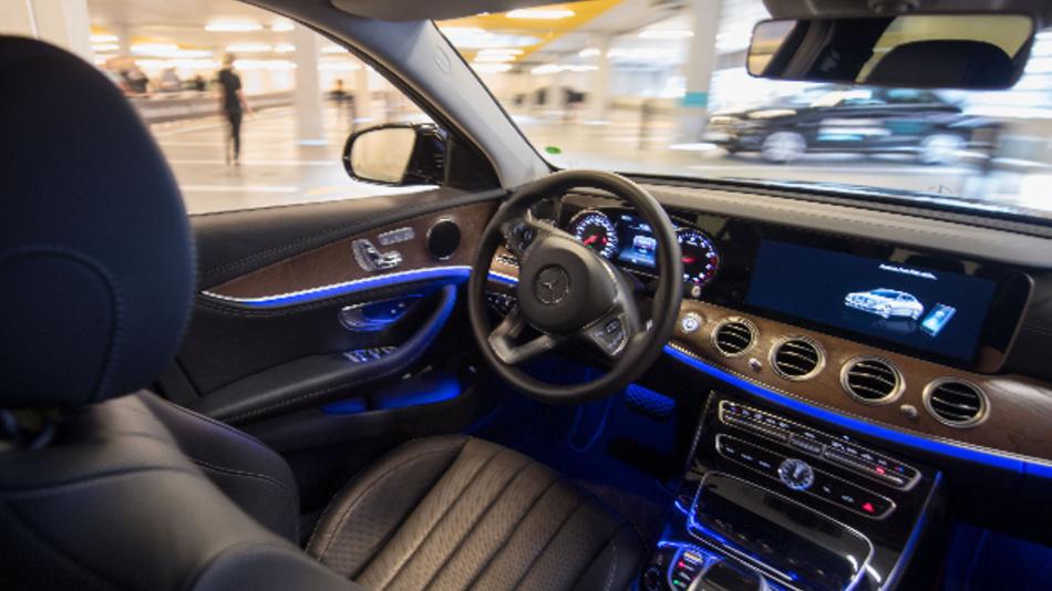 Wie sich ganze Flotten autonomer Fahrzeuge in das Verkehrsnetz einer Stadt integrieren lassen, testen Bosch und Daimler ab der zweiten Jahreshälfte 2019 in den USA.