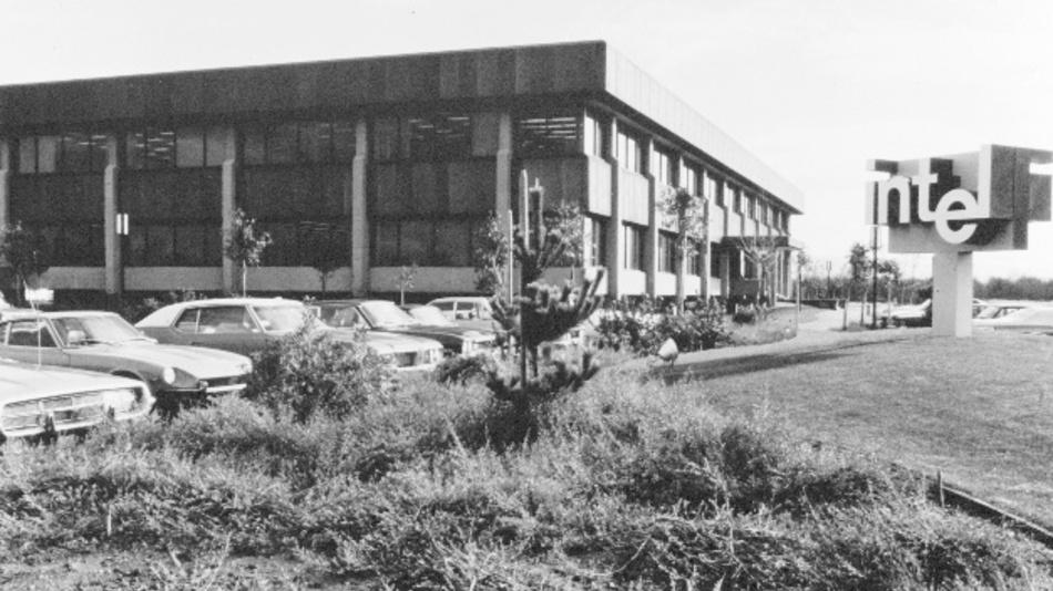 Das Gebäude der Intel-Zentrale in Santa Clara, aufgenommen in den 1970er Jahren.