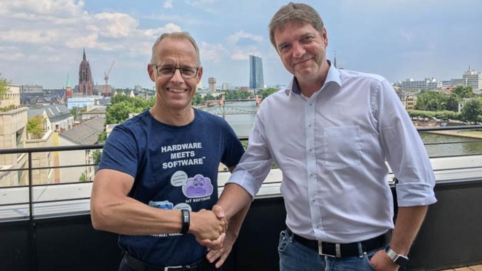 Links: Staffan Dahlström, CEO HMS Industrial Networks; Rechts: Thomas Schumacher, Geschäftsführer Beck IPC GmbH