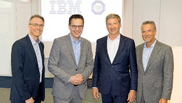 V.l.: Stephan Osthues, Digital Strategy Leader IBM GBS DACH; Stefan Lutz, Geschäftsführer IBM Deutschland und General Manager IBM Global Business Services DACH; Prof. Dr.-Ing. Axel Stepken, Vorsitzender des Vorstandes der TÜV SÜD AG, und Dr. Dirk Schlesinger, Chief Digital Officer der TÜV Süd AG.