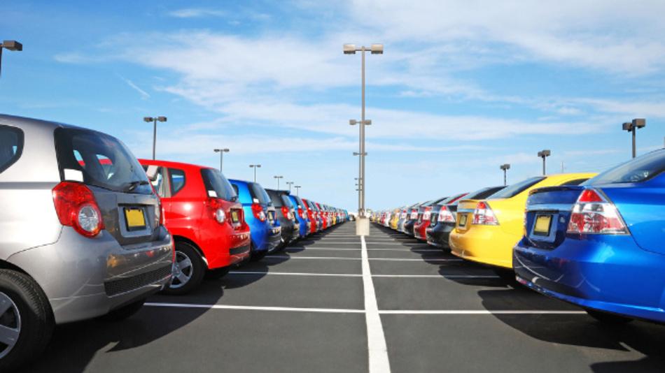 Spießig, arrogant, fröhlich, weltoffen – Welches Image haben Autofahrer bestimmter Marken?