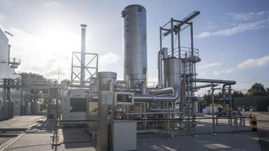 Audi gehört zu den Herstellern, die auf power-to-Gas setzen. Diese 2013 in Betreib genommene Anlage im niedersächsischen Werlte stellt Methan her, mit dem 1500 Autos klimaneutral fahren können.