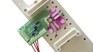 Mit dem Sensor-Chip lassen sich Kräfte und Längenänderungen hochpräzise messen.