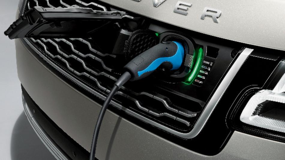 Besitzer der Plug-in Hybrid-Versionen des Range Rover und Range Rover Sport finden per App die nächstgelegene Lademöglichkeit.
