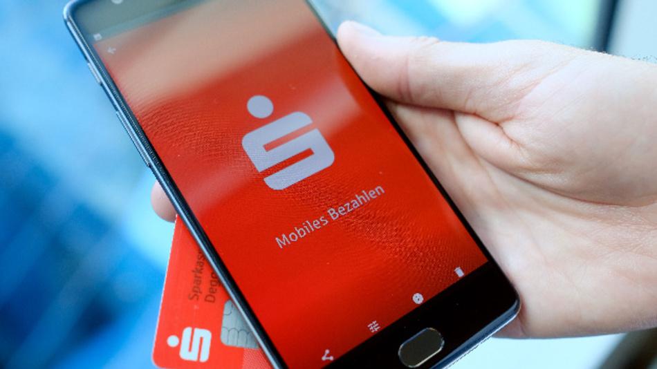Das Smartphone-Bezahlsystem der Sparkassen geht an den Start.
