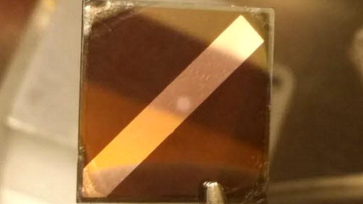 Die relevanten Defekte treten an den Grenzschichten in den Solarzellen auf.