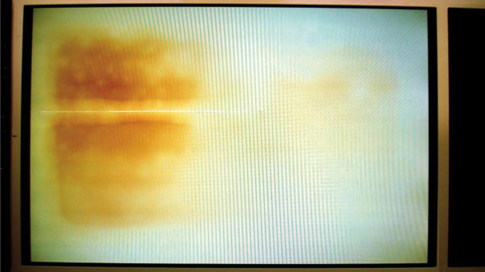 Teilweise Zerstörung des Polarizers eines TFT-Displays durch dauerhafte Überhitzung.