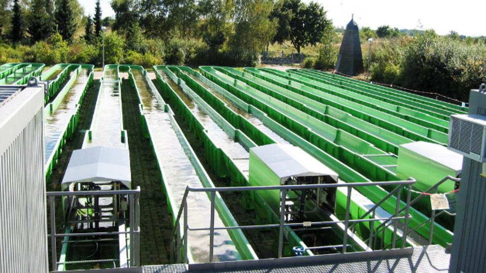 Im RUSEKU-Projekt wird die Eignung verschiedener Nachweismethoden für Mikroplastik in Gewässern u.a. mit Hilfe von Fliessgewässer-Simulationsanlagen evaluiert.