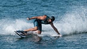 Das Elektro-Surfboard 'Rävik'