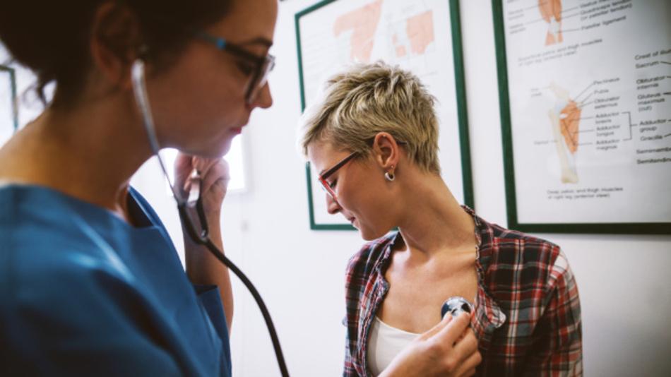 Stethoskope sind günstig und arbeiten zuverlässig. Die Diagnose muss aber vom Arzt erfolgen - eine Radarmessung soll die Untersuchung objektivieren.