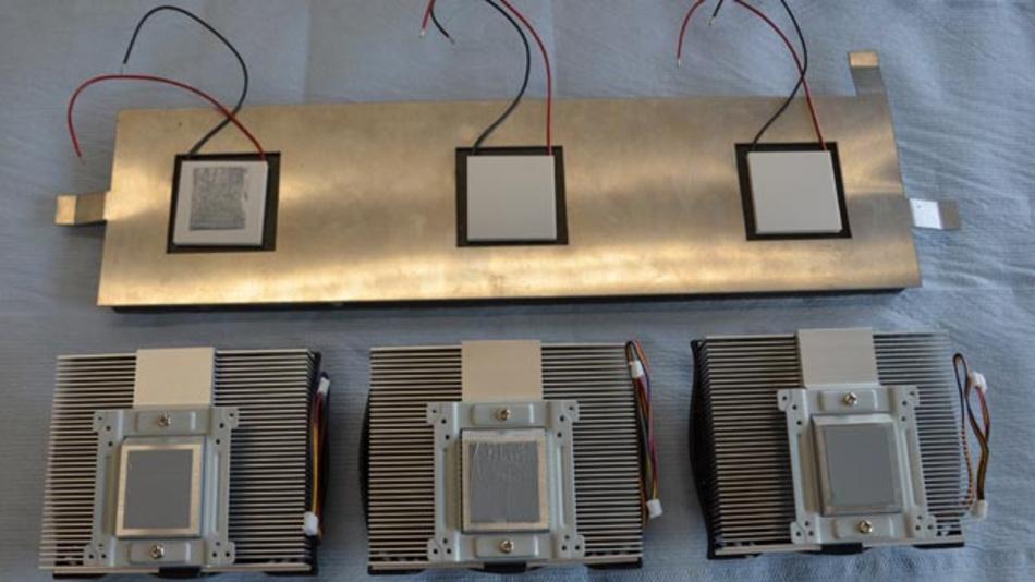 Ein vom Fraunhofer neu entwickeltes Kompositmaterial senkt bei konstanter Sonneneinstrahlung die Oberflächentemperatur am Armaturenbrett eines Elektrofahrzeugs deutlich. Somit spart man Energie für die Klimaanlage, was wiederum der Reichweite zugute kommt.