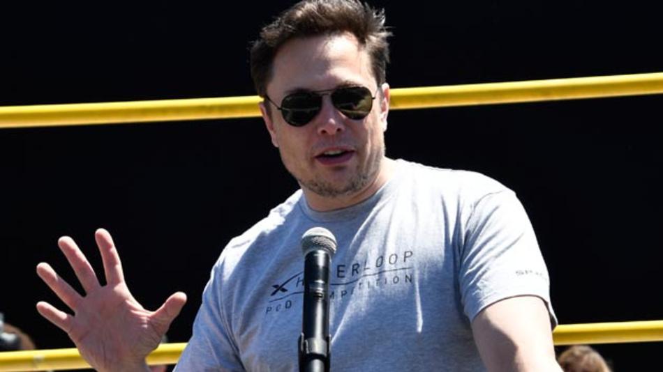 Die Planspiele von Musk, sein Unternehmen womöglich von der Börse zu nehmen, haben nach Medienberichten bei Banken und Investoren hektische Aktivitäten ausgelöst. Anleger wollen gegen die Pläne womöglich klagen.