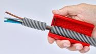 Der KnipexTwistCut ermöglicht das einfache und sichere Trennen von Wellrohren mit Durchmessern von 16 bis 32 mm.