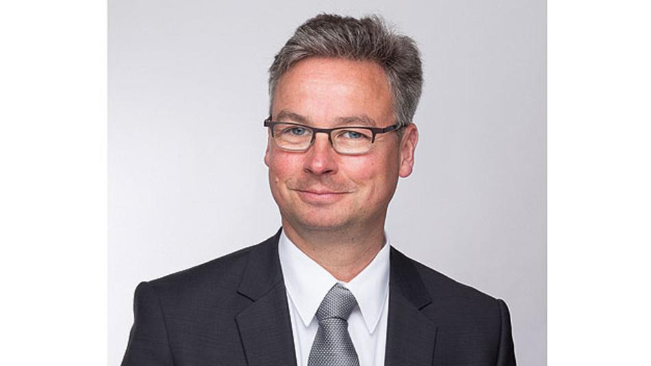 Bild 2. Ulf Theike, TÜV Nord Systems: »Der Prüfprozess muss um eine digitale Ebene ergänzt werden, das heißt, in die bestehenden Normen müssen IT-Sicherheitsaspekte einfließen.«