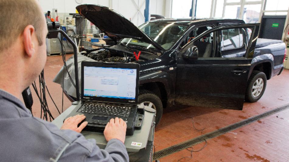 Die vom Kraftfahrt-Bundesamt vorgeschriebenen Software-Updates müssen bei Dieselfahrzeugen mit manipulierter Motorsteuerung durchgeführt werden.