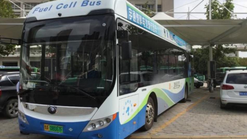 Wasserstoff-Brennstoffzellenbus von Yutong in Zhengzhou.