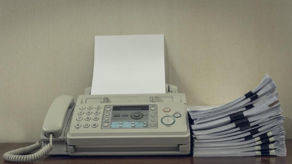 Ältere Faxgeräte und insbesondere All-in-One-Geräte, die ans Netzwerk angeschlossen sind, können eine Cyberbedrohung darstellen.