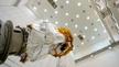 Bayern, Ottobrunn: Der Satellit »Lisa Pathfinder« steht in einem Reinraum der Industrieanlagen-Betriebsgesellschaft (IABG).