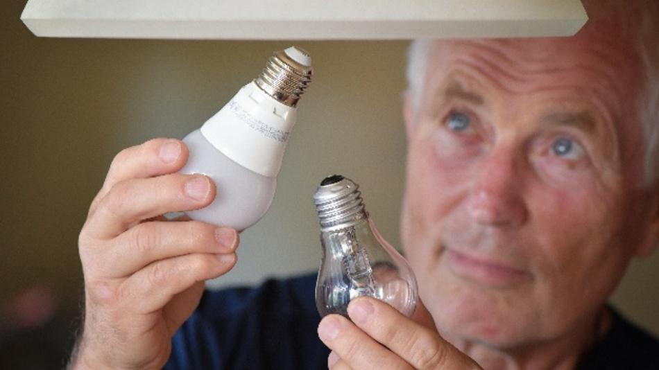 Kein Ersatz mehr für defekte Halogenlampen: Ab jetzt ist der Wechsel gegen eine energiesparende LED-Lampe angesagt.