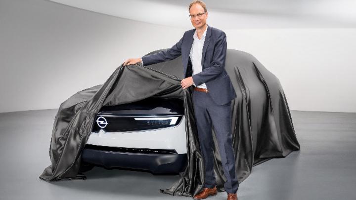 Michael Lohscheller und Opel GT X Experimental.