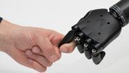 Hand in Hand: Bei der Entwicklung neuer Prothesen müssen Design und Elektronik harmonisieren.