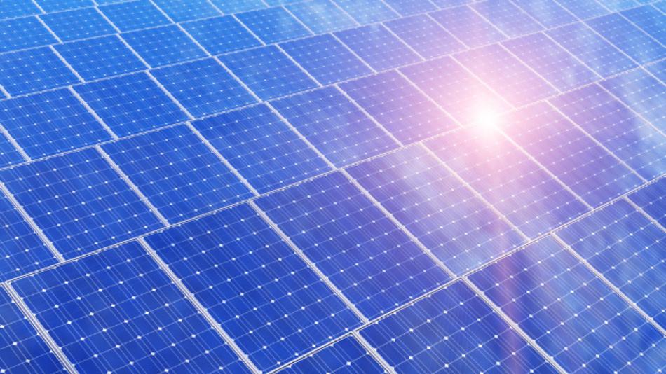 Forscher der FAU Erlangen-Nürnberg untersuchen eine neue Methode, wie sich effizientere Solarzellen realisieren lassen.