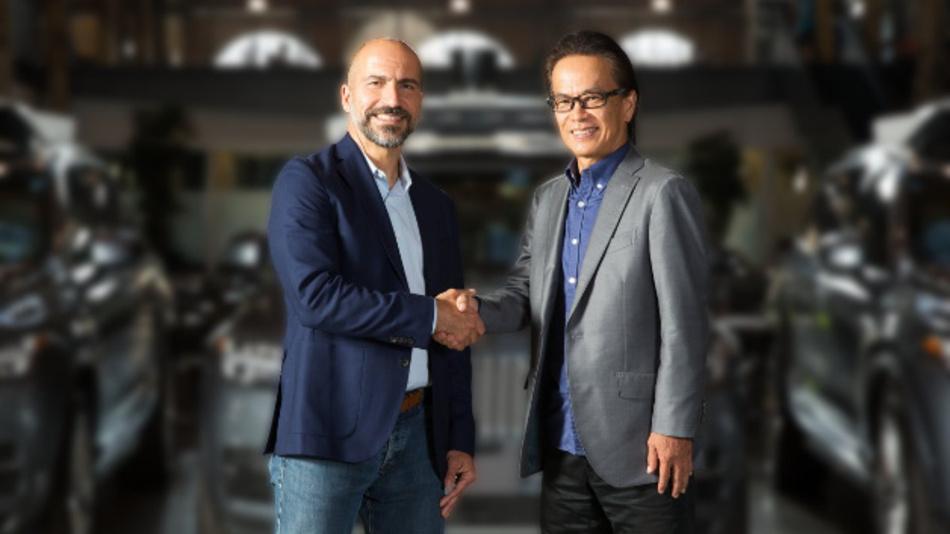 Wollen die Zusammenarbeit intensivieren (von links nach rechts): Dara Khosrowshahi, CEO von Uber, und Shigeki Tomoyama, Executive Vice President von Toyota.