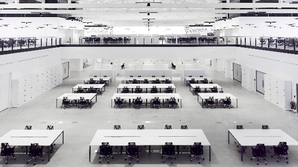 Innenansicht des aktuellen Entwicklungszentrums von Dyson – im historischen Hangar des ehemaligen Flugplatzes Hullavington.