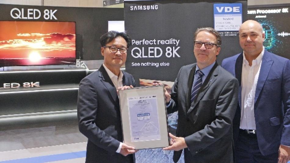 Das Zertifikat des VDE-Institut bestätigt QLED-8K-Fernseher das 100%ige Farbvolumen nach dem digitalen Kinostandard DCI-P3