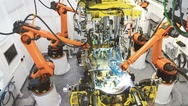 A_Industrieroboter bei der Arbeit