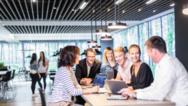 Human Centric Lighting (HCL) kann für mehr Wohlbefinden und bessere Konzentrationsfähigkeit am Arbeitsplatz sorgen.