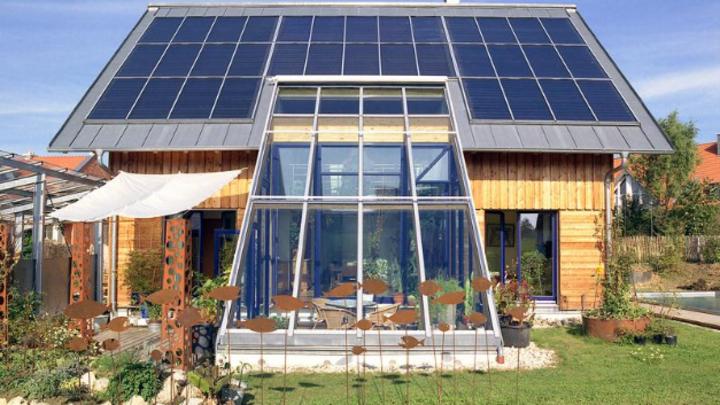 Solarthermie-Anlagen auf einem SolarAktivHaus