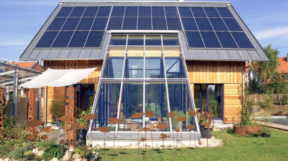 Solarthermie-Anlagen können mit künstlichen neuronalen Netzen effizient und kostengünstig geregelt werden.
