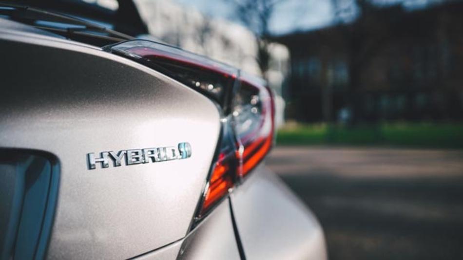 Der Toyota Prius Plug-in-Hybrid mit einem CO2-Ausstoß von 28 g/km nach WLTP ist nach wie vor förderwürdig.