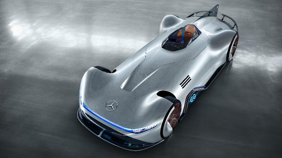 Die Leistung des geräuschlosen Vision EQ Silver Arrow erreicht 550 kW (750 PS). Der flache Akku im Unterboden hat eine nutzbare Kapazität von ca. 80 kWh und ermöglicht eine rechnerische Reichweite von über 400 km.
