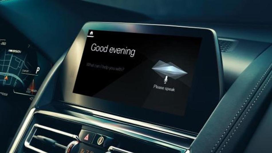 »Hey BMW, bring mich nach Hause«: Ab März 2019 bringt BMW den Intelligent Personal Assistant in die Neuwagen. Seine Fähigkeit werden mit künstlicher Intelligenz stetig weiterentwickelt.
