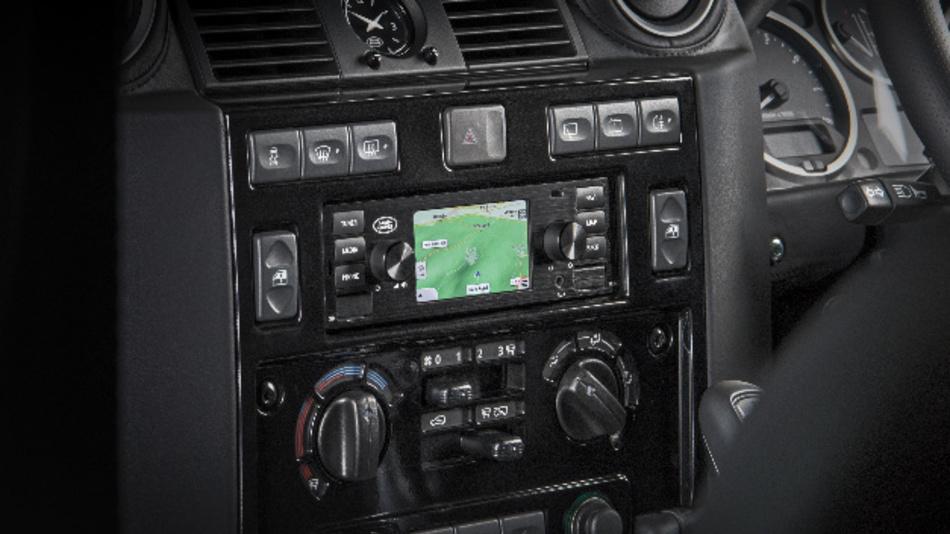 Das neue Infotainment-System beinhaltet als Nachrüstprodukt zahlreiche Anwendungen und Funktionen – im DIN-1-Schacht klassischer Fahrzeuge.