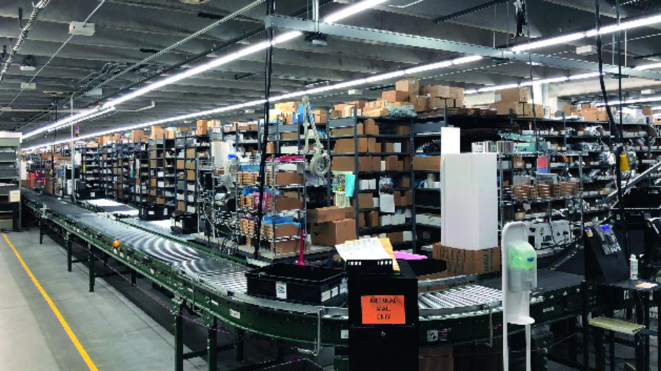 Rund 1,4 Millionen Produkte hat Digi-Key im Lager vorrätig. Geht eine Bestellung bis Freitagabend 20 Uhr Uhr Ortszeit ein, so ist das Paket am Montagmorgen beim Besteller.