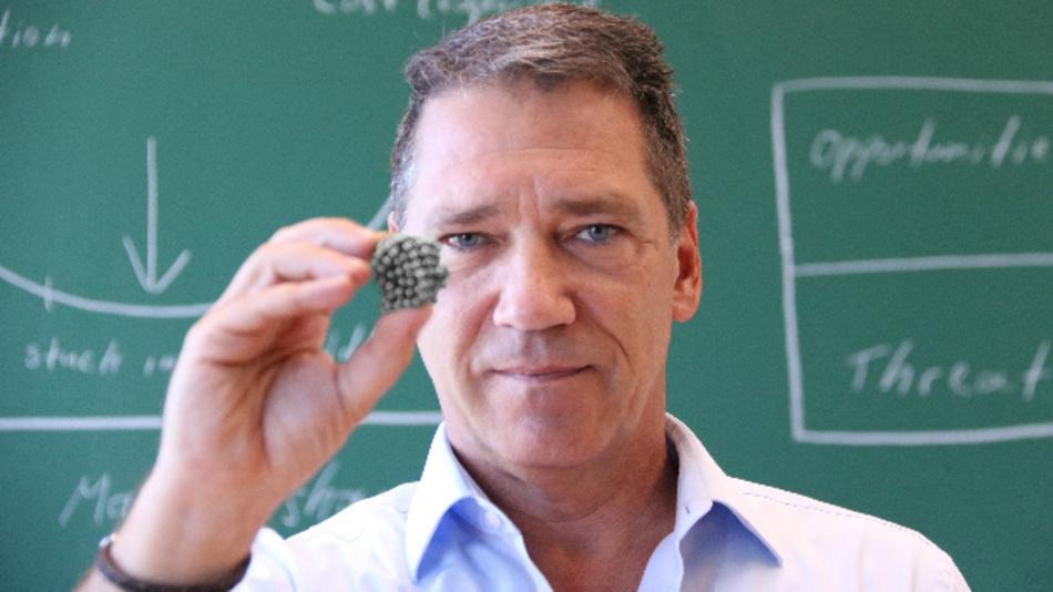 Wirtschaftlich und umweltfreundlich zugleich? Prof. Dr. Alfred Niski von der Technischen Hochschule Georg Agricola hat die Vermarktung von Magneten genau unter die Lupe genommen.