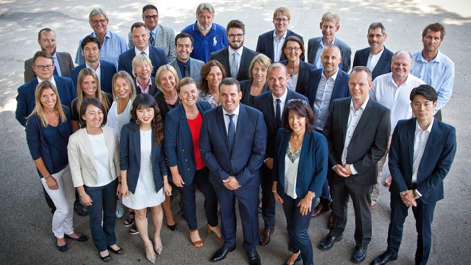 Zum zehnjährigen Bestehen des europäischen Distributions-Teams fanden sich alle MitarbeiterInnen zum Gruppenbild.