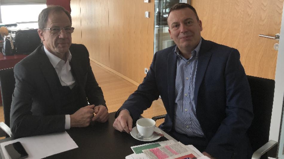 DESIGN&ELEKTRONIK-Chefredakteuer Frank Riemenschneider traf Dr. Reinhard Ploss in seinem Büro am Campeon, der Firmenzentrale von Infineon, in Neubiberg bei München.