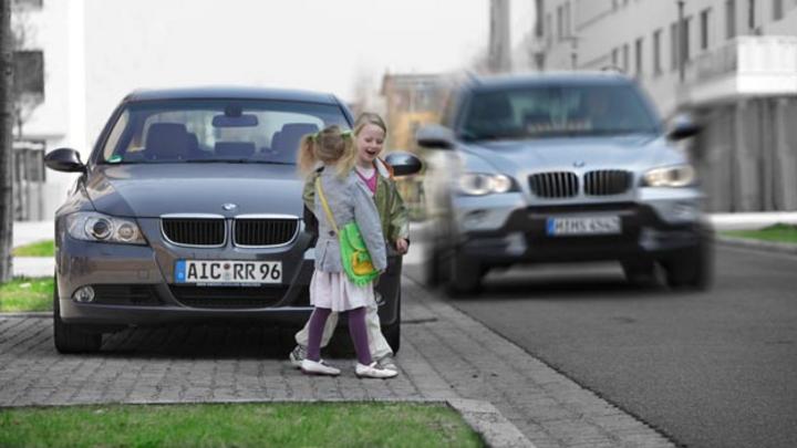 Eine neue Bewertungsmethode, die BMW zusammen mit Swiss Re entwickelt hat, berücksichtigt die Integration sicherheitsrelevanter Fahrerassistenzsysteme bei der Kfz-Versicherung.
