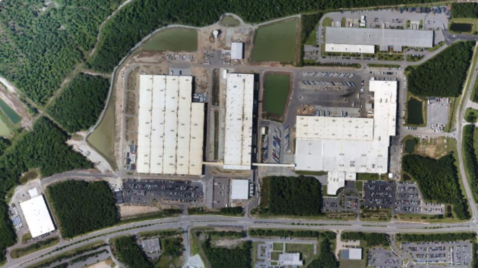 Das neue Werk von Mercedes-Benz in North Charleston umfasst eine Gesamtfläche von mehr als 900.000 m2 – eine Verdreifachung der bisherigen Fläche. Mit neuen Anlagen für den Karosserierohbau, Lackierung und Endmontage entstand eine der modernsten Produktionsstätten in Nordamerika.