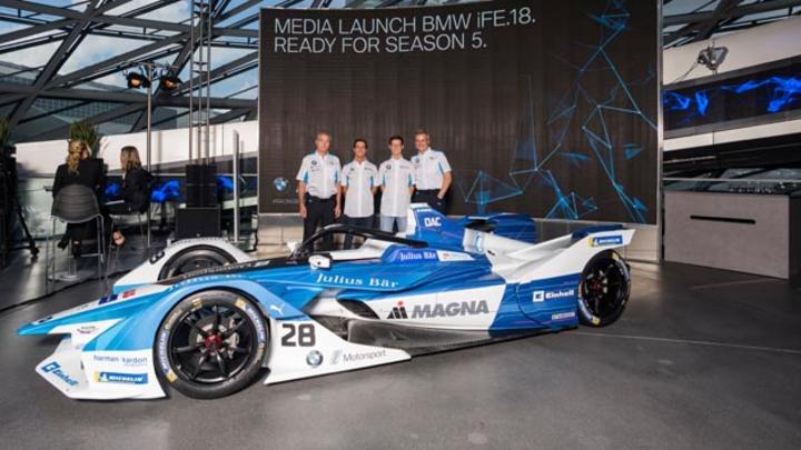 Vorstellung des BMW iFE.18 in München: J-F Thormann, President Andretti Autospotrt, die Fahrer António Félix da Costa und Alexander Sims sowie Jens Marquardt, BMW Motorsport Director (vlnr).